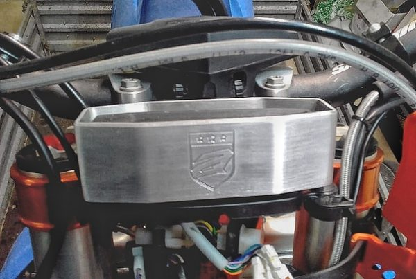 Купить Защита приборной панели KTM 2/4T new